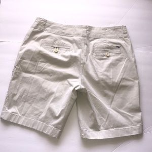 Vineyard vines 8 cream beige Bermuda length shorts